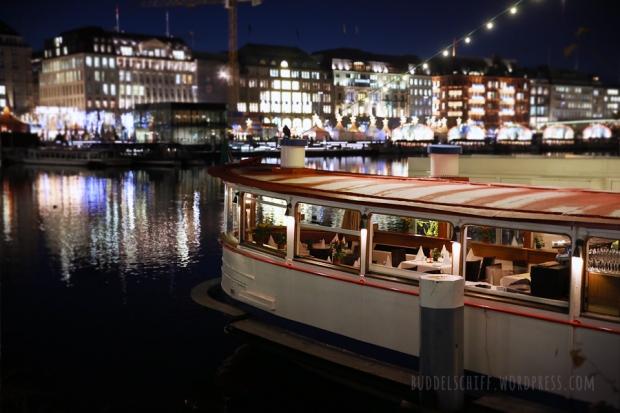 Hamburgs weihnachtliche Binnenalster